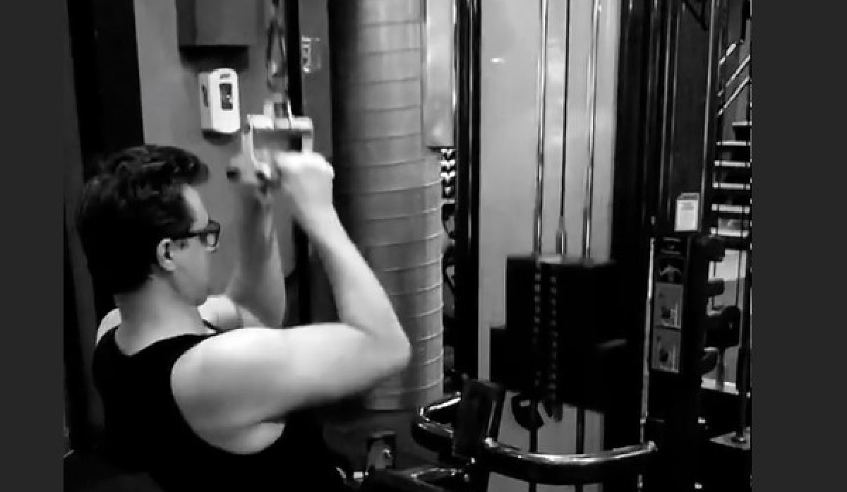 After Tucker Carlson Mocks His Masculinity, Chris Hayes Trolls Fox Host With Gym Video