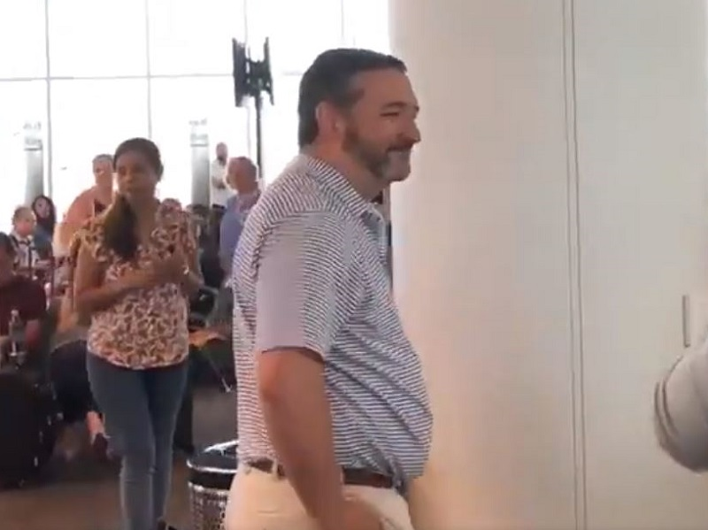 Ted Cruz Jeered by Crowd at LAX: 'Free the Children!'